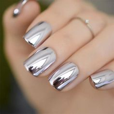 Chrome nails are the latest technology used by all trendy ladies and top nail bar salons. They use some gold/silver and metal nails to make them look gold foil/silver. Chromium nail powder can also be used. Have you tried Chrome Nail Art Designs bef Chrome Nail Art, Silver Nail Art, Metallic Nail Polish, Mirror Nail Polish, Chrome Nails Silver, Chrome Nail Colors, Gold Polish, Crome Nails, Gel Nails