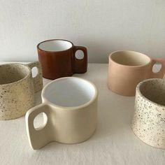 Pottery Mugs, Ceramic Pottery, Pottery Art, Ceramic Art, Ceramic Mugs, Brown Aesthetic, Aesthetic Rooms, Keramik Design, Cute Mugs