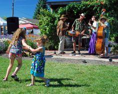 Lavender DAZE Festival, music, dancing, bees, and upick lavender! #lavenderdazefestival #hoodriver #organic #oregon #familyfun #upick