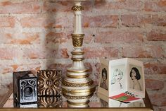 Casa pequena, casa charmosa, detalhes da decoração, parede de tijolinhos, luminária.
