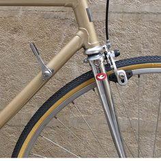 #ddbici #taller #pamplona #iruña #gold #tallerdebicicletas #workshop #kenda #gac #vintage #recycle #reciycle #restoration #ciudad #city #citybike #bikeporn #bikeshop #bicicleta #steel #style www.ddbici.com