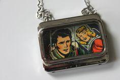 Collier de la Collection Camélia. Camellia, Lunch Box, Creations, Etsy, Collection, Sling Bags, Necklaces, Bento Box
