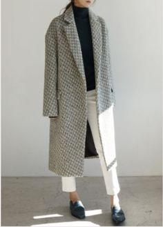 Death By Elocution: Photo Minimal Fashion, Work Fashion, Fashion Looks, Fashion Outfits, Moda Formal, Fashion Images, Mode Style, Jean Paul Gaultier, Pulls