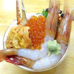 北海道に訪れたら絶対に食べておくべきグルメの一つに「海鮮丼」がある。しかし、北海道の定番料理だけに食べられる店の数も多く「いったいどこの店で海鮮丼を食えばいい …