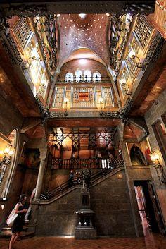 Palau Güell. Antoni Gaudi. Barcelona, Spain. 1886-8- El Palau Güell se construyó durante los años 1886 y 1888. El mismo año 1888 se utilizó para hacer grandes recepciones, fiestas y otros actos con motivo de la Exposición Universal.