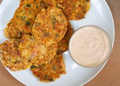 Vegetable Fritters (vegan, gluten free) - These fritters make a great appetizer or meal. If you have vegetables to use up, these are a great way to use them up. recipes juice plus Vegan Lunches, Vegan Foods, Vegan Snacks, Vegan Dinners, Vegan Vegetarian, Healthy Snacks, Vegetarian Recipes, Healthy Recipes, Dinner Healthy