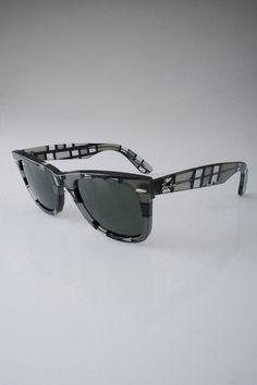 Ray-Ban Wayfarer Sunglasses in Gray Dark and Light