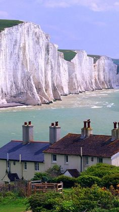 Seven Sisters Cliffs, East Sussex, England || Get more travel inspiration for England at http://www.holidaystoeurope.com.au/home/resources/destination-articles/britain