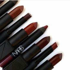 ¡¡Los colores del otoño!! Rojos, burdeos, vinos, tejas... Miles de tonalidades que grita por todos lados ¡que llegue el frío ya! Simplemente me encanta...  #muchomakeup #otoño #fall #rojo #red #lipsticks #labiales #maquillaje #makeup #makeupaddict #belleza #beauty #blogger #beautyblogger #meencanta #narsissist