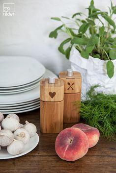 Poesie et Table. Kleine Gewürzmühlen von räder aus Bambus