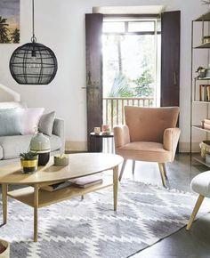 Quel fauteuil rose choisir ? | My Blog Deco Blog Deco, Looks Vintage, Throw Pillows, Bed, Table, Furniture, Home Decor, Vintage Modern, Modern Armchair