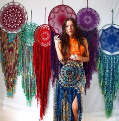 Instagram : Debarres.dreamcatchers Feather Crafts, Wire Crafts, Ribbon Crafts, Dream Catcher Craft, Large Dream Catcher, Dream Catchers, Vintage Bohemian, Boho, Knit Or Crochet