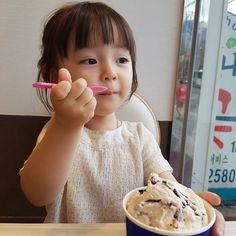 """Ayah, Jina mau bunda!""  2019,marklipss #fiksipenggemar # Fiksi penggemar # amreading # books # wattpad Cute Asian Babies, Cute Funny Babies, Korean Babies, Asian Kids, Cute Kids, Cute Little Baby Girl, Cute Baby Girl Pictures, Little Babies, Kids Girls"