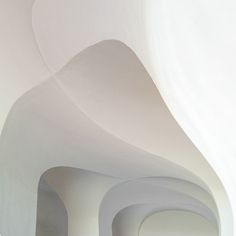 White Rooms: Photographer Wouter Hogendorp from Den Haag documents the beauty of architectural details: light, the color white, minimal forms. Architecture Design, Minimalist Architecture, Contemporary Architecture, Interior And Exterior, Interior Design, Arch Interior, Japan Design, White Rooms, White Aesthetic