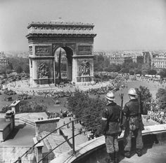 Liberation of Paris by the Allies. (Photo by Bob Landry//Time Life Pictures/Getty Images)