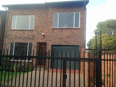 Stunning & Spacious 4 Bedroom Duplex Town House in Lyttelton Manor. Act quickly!!!