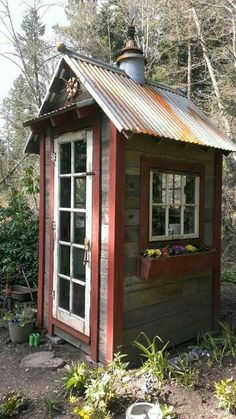 shed made from palettes