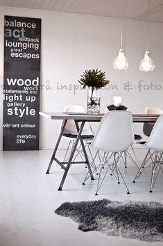 Tafels heb je in alle soorten en maten. Je hebt kleine ronde bijzettafels, grote eikenhouten tafels, tafels gemaakt van boomstammen en ga zo maar door.Wat op dit moment erg populair is, is een tafel op schragen. Schragen zijn de ondersteuningen die onder het tafelblad zitten. Een tafel op schragen is leuk als eettafel voor in…