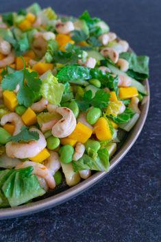 Rejesalat med mango - lækker og nem opskrift fra Ubberup højskole! Salad Menu, Salad Dishes, Crab Salad, Seafood Salad, Easy Salad Recipes, Easy Salads, Crab Stuffed Avocado, Cottage Cheese Salad, Tomato Vegetable