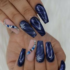 ❤ YAS! Love this nail art design in midnight blue! #nailart #fashion #unas