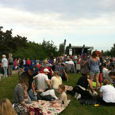 Picknick in the park... On the 7th of the 7th at 7pm every year there's a free concert for all to enjoy in our town. It's organised by the no.7 magazine.