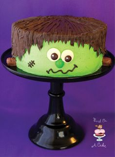Frankenstein's Monster Cake by Bird On A Cake via The 36th AVENUE Scary Halloween Cakes, Halloween Food For Party, Halloween Birthday, Halloween Cupcakes, Halloween Candy, Halloween Desserts, Easy Halloween, Holiday Desserts, Holiday Cakes