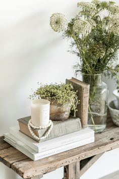 Vintage Bench Decor - Styling any space can be a little bittersweet at times… it's so fun and exciting creating a new - Banco Vintage, Vintage Bench, Vintage Decor, Cheap Home Decor, Home Decor Items, Home Decor Accessories, Decorative Accessories, Estilo Joanna Gaines, Bench Decor