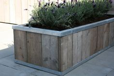Zinc edging makes smarter planter! Lawn And Landscape, Landscape Design, Love Garden, Home And Garden, Patio Chico, Wooden Planters, Planter Boxes, Outdoor Living, Outdoor Decor
