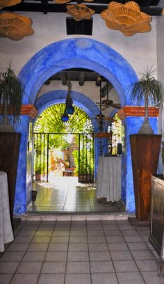 San Jose del Cabo, Mexico. Love the door, love where it is going.