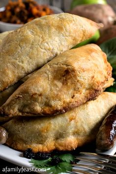 Sausage and Apple Empanadas - A super delicious (and easy!) empanadas recipe filled with sausage, apple, sweet potato, sage and other fantastic flavor!