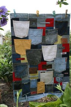 Recycled Crafts Turn jeans and labels into unique pieces of furniture Die Besten Upcycling Ideen Quilting Projects, Sewing Projects, Sewing Ideas, Blue Jean Quilts, Denim Quilts, Recycling, Denim Ideas, Denim Crafts, Jean Crafts