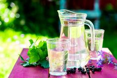 Mustaherukanlehtijuoma Quorn, Mojito, Table Decorations, Drinks, Recipes, Food, Home Decor, Drinking, Beverages
