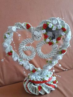 Heart for the birthday – 13 Flechtarbeiten – Geburtstag Newspaper Basket, Newspaper Crafts, Willow Weaving, Basket Weaving, Origami Lily, 3d Origami, Crafts To Sell, Diy And Crafts, Straw Art