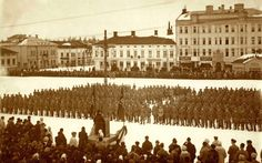 Senaattori Heikki Renvall puhuu jääkäreille helmikuussa 1918, kuva: Pohjanmaan museo