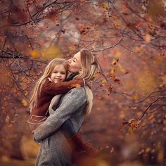 pose ideas for mommy and child Cute Kids Photography, Outdoor Family Photography, Autumn Photography, Fall Senior Pictures, Fall Family Pictures, Fall Photos, Fall Portraits, Autumn Inspiration, Beautiful Children