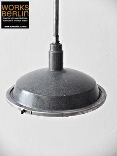 vintage Fabriklampe mit Emailleschirm, industrielampen, fabriklampen vintage, vintage industrial lighting, industrial lighting, factory lighting, factory lights, industrial furniture