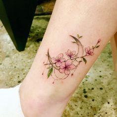 Bild Tattoos, Body Art Tattoos, Small Tattoos, Ankle Tattoos, Flower Tattoo On Ankle, Flower Tattoos, Pretty Tattoos, Beautiful Tattoos, Tattoo Designs