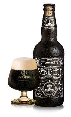 Cerveja Artesanal Schornstein Imperial Stout Cerveja preta com um creme denso e persistente, volume alcóolico de 8,0%, aroma de café, chocolate e caramelo tostado. Seu gosto é de malte torrado e textura aveludada. Harmoniza com chocolate, carnes vermelhas e queijos. Copo Ideal Stout