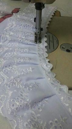 telekung7 - terbalikkn dan jahit tindih pada renda kecil... Sewing Hacks, Sewing Tutorials, Sewing Projects, Sewing Patterns, Projects To Try, Heirloom Sewing, Ideas Para, Vintage Fashion, Embroidery