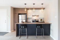 Couleurs cabinets et disposition One Wall Kitchen, Kitchen Reno, Kitchen Dining, Kitchen Ideas, Apartment Kitchen, Kitchen Interior, Grey Wood Floors, Cuisines Design, Interior Inspiration