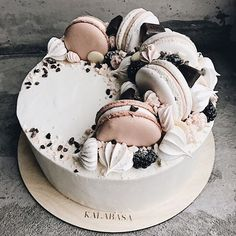 Wedding cakes simple cupcakes sweets 31 ideas for 2019 Pretty Cakes, Cute Cakes, Cake Recipes, Dessert Recipes, Decoration Patisserie, Bolo Cake, Drip Cakes, Creative Cakes, Celebration Cakes
