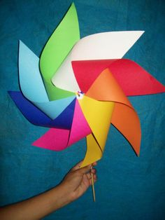 Craft - Rainbow party: rainbow pinwheel