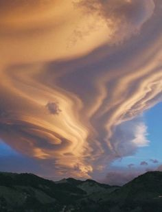 A Lenticular Cloud Over New Zealand, Tararua Ranges - photography by Chris Picking (Starry Night Skies Photography)