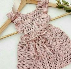 Um vestido delicado em crochê para voce compartilhar com as amigas.
