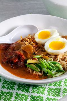 This kimchi ramen recipe is a quick weeknight dinner that can be on the table in under 20 minutes. Ramen Recipes, Asian Recipes, Healthy Recipes, Ethnic Recipes, Delicious Recipes, Asian Foods, Gf Recipes, Kimchi Ramen, Quick Weeknight Dinners