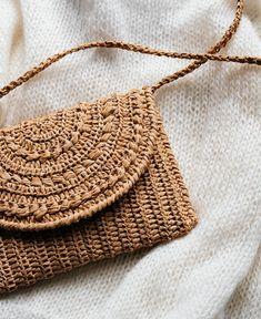 Crochet Raffia Clutch in Tan Straw Summer Bag Raffia Clutch Crochet Handbags, Crochet Purses, Crochet Clutch Bags, Hand Crochet, Hand Knitting, Summer Bags, Knitted Bags, Handmade Bags, Bag Making