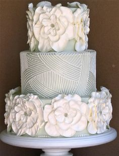 Love the texture on this monochromatic wedding cake by Jim Smeal. Without the giant flowers Unique Cakes, Elegant Cakes, Creative Cakes, Gorgeous Cakes, Pretty Cakes, Amazing Cakes, Nake Cake, Just Cakes, Wedding Cake Designs