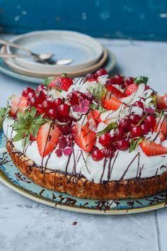 Real Food Recipes, Cake Recipes, Dessert Recipes, Pavlova, Cheescake Recipe, Nordic Recipe, Norwegian Food, Doughnut Cake, Scandinavian Food