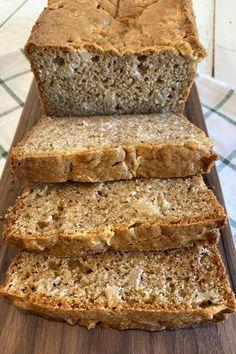 Fresh Apple Bread recipe from RecipeGirl.com #fresh #apple #bread #recipe #RecipeGirl Easy Bread Recipes, Fruit Recipes, Apple Recipes, Dessert Recipes, Apple Loaf, Apple Bread, Apple Cinnamon Bread, Cinnamon Rolls, Recipe Using Apples