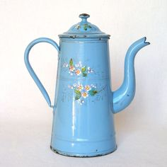 This wonderful French coffee pot, dates from the late 1800s and has all the charm associated with an early piece of graniteware. A medium blue
